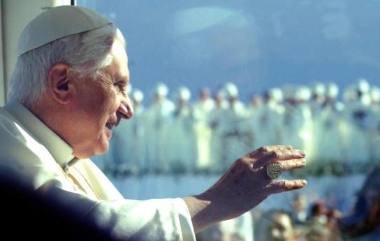 O líder católico condena os massacres na Síria.Fotografia retirada de uma comunidade de seguidores do Papa Bento XVI no facebook
