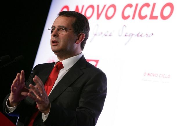 Líder do PS volta a criticar o Governo, mas salienta que não depende de si derrubar actual executivo.(Fonte:http://luispaulorodrigues.blogspot.pt/)
