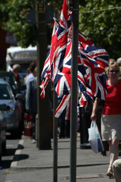 Primeiro-ministro britânico põe decisão sobre a permanência do país na UE nas mãos dos cidadãos em 2017