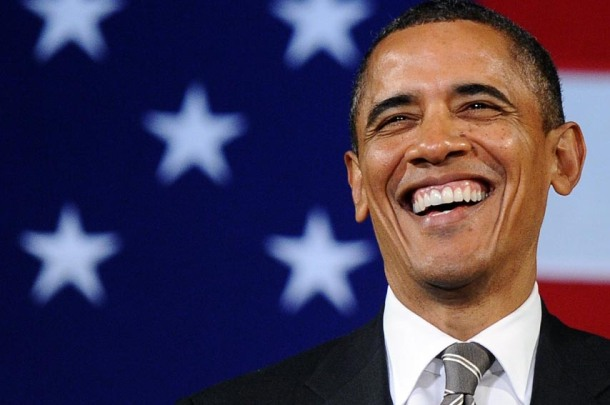 No dia 20 de Janeiro de 2009, Obama prestou juramento pela primeira vez em frente ao presidente do Supremo Tribunal, John Roberts(Fonte: www.thinkprogress.org)