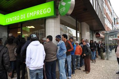 A partir de 1 de Fevereiro, os trabalhadores que rescindam por mútuo acordo podem ter acesso ao subsídio de desemprego(fonte: http://dasmechoque.blogspot.pt/)