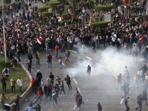 Confrontos entre policia e manifestantes termina com 7 mortos e cerca de 250 defridos(Fonte: rubibellydance.blogspot.com)