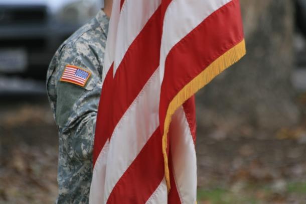 Até 2016 mulheres militares vão poder estar na primeira linha de combate e fazer parte de unidades de elite(Fotografia do morguefile.com, por Taliesin)