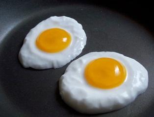 Os ovos estrelados podem aguentar até 18 meses congelados(Fonte: umalutadepeso.wordpress.com)