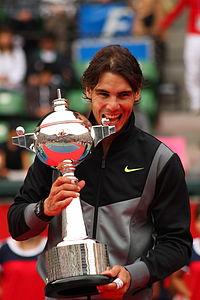 200px-Rafael_Nadal_mordiendo_la_copa_-_0027_Japan_Open_Tennis_Tokio_2010