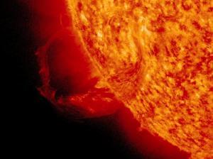 O fenómeno pode enviar partículas solares e alcançar a terra em três dias depois.Fonte:http://www.nasa.gov