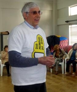 António Fernandes dá sessões de Yoga do Riso todas as terças-feiras, no núcleo de Sintra da ADFA