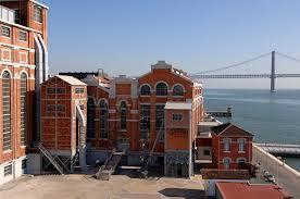 É no Museu da eletricidade onde se realiza a maior exposição de fotojornalismo(fonte: www.portugaldailyview.com )