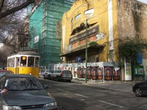 O que resta do Cinema Paris, na rua Domingos Sequeira.