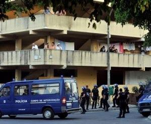 Durante a noite houve confrontos entre a polícia e os habitantes (Fonte: pormaiorderazao.blogspot.com
