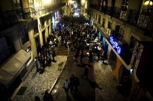 Uma das zonas lisboetas com mais vida noturna fica em plena rua da igreja de S. Paulo(Fotografia do site: cidadanialx.blogspot.com)