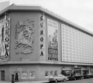 Cinema Europa, um dos edifícios emblemáticos do bairro. Demolido em 2011. (Imagem- amota.wordpress.com)