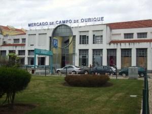 O Mercado de Campo de Ourique é um dos mais antigos de Lisboa. Apesar de remodelado em 1991, a sua origem remonta a 1934.