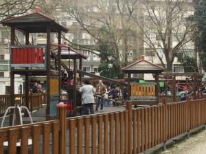 Parque Ifatil do jardim da parada faz a as delicias dos mais novos, e ajudam a atenuar a solidao dos mais velhos que ali, sentados nos bancos debaixo das arvores do jardim esperam o dia passar.
