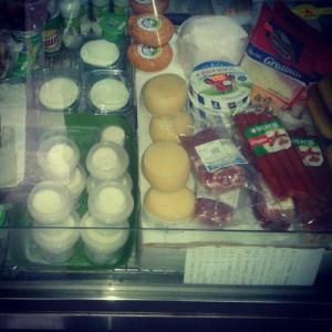 Os produtos mais frequentes no fiado são bens de primeira necessidade como por exemplo : Leite, queijo, pão, fiambre.