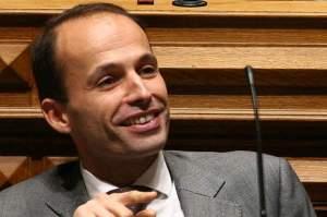 """Pedro Mota Soares: O volume de embalagens doadas """"já ultrapassou o meio milhão de euros."""" (Fonte:dezinteressante.com)"""