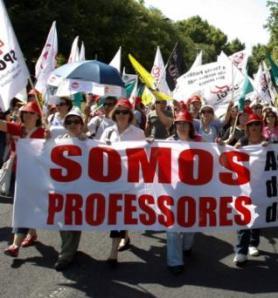 130 mil professores lutam por uma colocação (Fotografia de: blogducuelho.altoalegredopindare.com)