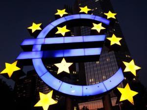 França volta a entrar em recessão  (fonte: http://economia.culturamix.com/blog/wp-content/uploads/2012/10/Economia-da-França-1.jpg)
