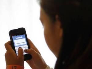 Cada vez mais jovens trocam o Facebook pelo Twitter e Instagram (Fotografia de: oglobo.globo.com)
