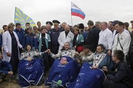Cápsula Soyuz regressa com três astronautas. (fonte: www.gazetamaringa.com.br)