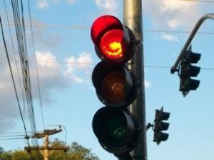 Os semáforos chegaram a estar dois meses sem manutenção (Fonte: http://4.bp.blogspot.com/)